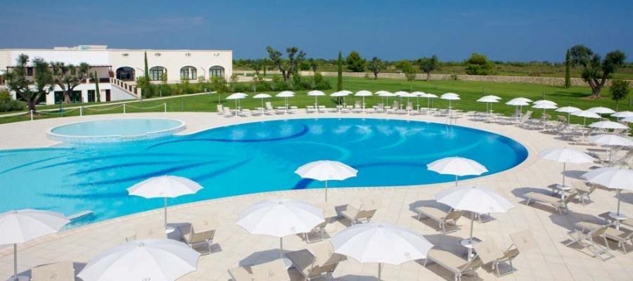 DoubleTree_by_Hilton_Acaya_Golf_Resort_Piscina_1-golfvacanze