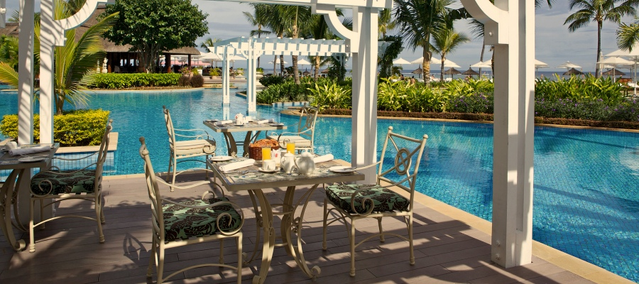 Sugar_Beach_Resort_Pool_Bar
