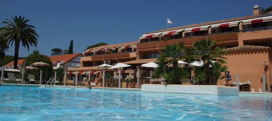 Najeti_Golf_Hotel_Valescure_Piscina_2-golfvacanze