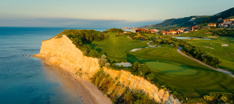 Thracian Cliffs , Bulgaria.golf